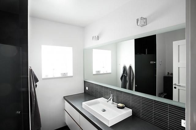 badeværelse spejl Nyt spejl på badeværelset? Få glarmesterens bedste råd til montering badeværelse spejl